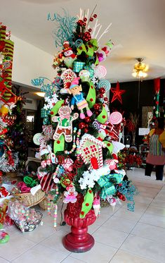 CHRISTMAS TREE~GINGERBREAD MAN/CANDYLAND TREE