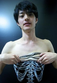 Taking an X-ray (All effects are directly painted on skin) by Hikaru Cho [pics]