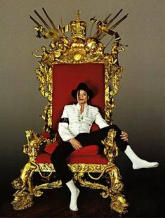 ♥ Michael Jackson ♥ - the king on his throne :)
