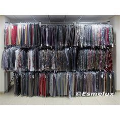 Estanterías metálicas galvanizadas con barra colgadora para prendas textiles. Sin estantes metálicos. http://www.esmelux.com/galeria-de-estanter%C3%ADas-para-textil