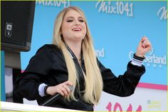 meghan trainor cape cod beach bash pics 03