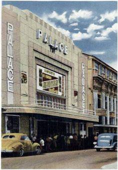 """Fotografias antiguas de Costa Rica. Cine Palace – Era de los más gustados por estar frente al Parque Central de San José. Además de películas """"de gran calado"""", en su escenario incluso se presentaron importantes orquestas."""