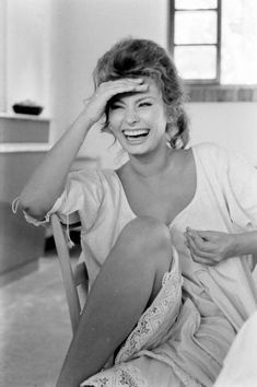 """Sophia Loren photographed by Alfred Eisenstaedt, She, Catherine Deneuve and Raquel Welch are among my role models. Star Hollywood, Hollywood Glamour, Classic Hollywood, Divas, Timeless Beauty, Classic Beauty, Jacqueline De Ribes, Most Beautiful Women, Beautiful People"
