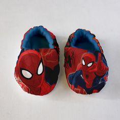DIY Ultimate Spider-Man™ Fleece-Lined Baby Shoes Tutorial: http://camelotfabricsblog.com/?p=149
