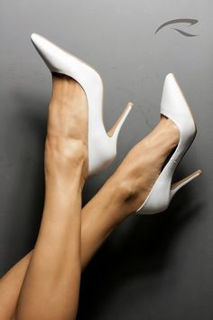 All new ladies footwear to enable you to appear magnificent. White High Heels, Sexy High Heels, High Heel Pumps, Pumps Heels, Stiletto Heels, White Pumps, Stilettos, Extreme High Heels, Beautiful High Heels