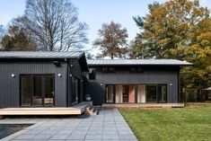 Photo 8 of 8692 in Exterior Photos from A Disjointed Midcentury Home in New York Gets a Cohesive Retrofit - Dwell Mid Century Ranch, Mid Century House, Bedford House, Mid Century Exterior, Street House, Wood Siding, Modern Exterior, Exterior Colors, Exterior Paint