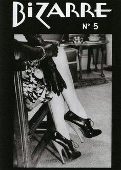 Couvertures du magazine « Bizarre », publié de 1946 à 1959 par John Alexander Scott Coutts, alias John Willie, un pionnier de la photographie fetish et du bondage.