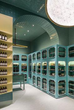 Aesop shop in corso Magenta, Milano. Colori pastello e citazioni Anni 30 // Pastel hues and 30s mood • Interiors: Dimore Studio