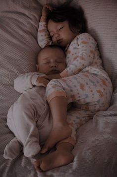 Cute Little Baby, Baby Kind, Little Babies, Cute Babies, Cute Family, Baby Family, Family Goals, The Babys, Baby Tumblr