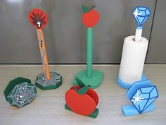 Sydän- ja kiekkoilusetti (ylempänä viiri-, jäätelöannos- ja sirkussetti) Hämähäkki-, omena- ja timanttisetti Taas tuli tosi kivoja, huo... Wooden Crafts, Wooden Diy, Diy And Crafts, Arts And Crafts, 4 Kids, Diy For Kids, Crafts For Kids, Woodworking, Teaching