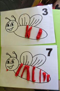 Kleikaarten: maak de strepen van de bij Fall Preschool Activities, Preschool Math, Clay Activity, Flashcards For Kids, Bee Theme, Bugs And Insects, Classroom Fun, Math For Kids, Elements Of Art