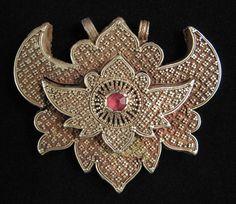 Indonesian Tribal Art - Gold pendant, Sumbawa Island, Indonesia