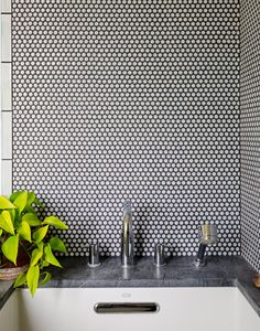 penny round backsplash penny tile designs that look like a million bucks rounding penny tile and black grout white penny tile backsplash Bathroom Flooring, Kitchen Flooring, Kitchen Backsplash, Bathroom Furniture, Furniture Decor, Mosaic Tiles, Wall Tiles, Tiling, Tile Grout