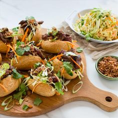 Bánh mì is Vietnamese for all kinds of bread. The word is derived from bánh (bread) and mì (wheat). Beef Sandwich, White Wine Vinegar, Green Cabbage, Sirloin Steaks, Pulled Pork, Healthy Recipes, Healthy Food, I Foods, Sandwiches