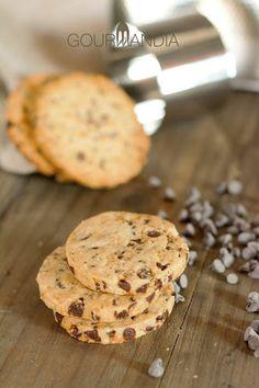 Cookies al cioccolato con frutta secca e arachidi salate   Gourmandia Food And Drink, Cookies, Desserts, Recipes, Crack Crackers, Tailgate Desserts, Biscuits, Cookie Recipes, Dessert