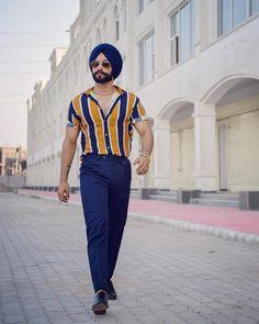 Aprendar a usar camisa listrada masculina. High Fashion Men, Suit Fashion, Fashion Outfits, Mens Fashion, Color Blocking Outfits, Punjabi Boys, Simple Kurta Designs, Streetwear, Man Dressing Style