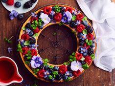 La tarte toute ronde, c'est fini. Aujourd'hui, le top de la tendance, c'est de proposer une tarte en forme de couronne, comme celle que l'on voit dans...