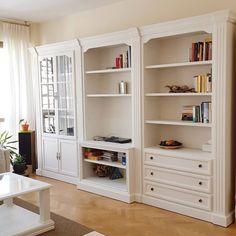 Antes y después: los cambios con chalk paint más espectaculares Classy Living Room, Chalky Paint, Vintage Decor, Diy Furniture, Salons, Bookcase, Sweet Home, New Homes, Shelves