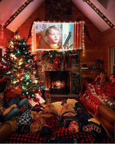 Christmas Aesthetic - Cozy Lights Disney Vintage Christmas Wallpaper Ideas Looking for inspiration and great mood with Christmas aesthetic ideas? Save my collection of these Christmas lights aesthetic, wallpaper and sweater ideas. Christmas Feeling, Christmas Room, Noel Christmas, Merry Little Christmas, Christmas Movies, Winter Christmas, Christmas Ideas, Holiday Movie, Christmas Bedroom Decorations