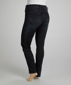 Designed to push the boundaries of quality denim, these Vigoss skinny jeans are all about attention to detail. A black wash exudes an essence of on-trend style, while signature stretch cotton comfortably accentuates every curve.