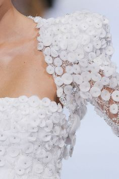 Elie Saab Fall 2009 Couture Fashion Show Couture Embroidery, Embroidery Dress, Couture Details, Fashion Details, Couture Fashion, Fashion Show, Elie Saab Haute Couture, Chanel Couture, Elie Saab Fall