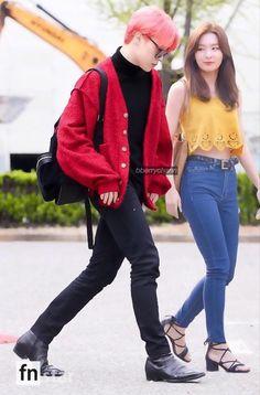 Jimin Seulgi, Ff Bts, Kpop Couples, Ulzzang Couple, Blackpink And Bts, Mood Swings, Blackpink Jennie, Photo And Video, How To Wear