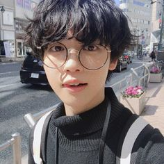 Even if oppa it's gay (who knows) I don't have any chance either, i mean look how handsome Korean Boys Ulzzang, Korean Men, Ulzzang Girl, Ulzzang Style, Cute Asian Guys, Cute Korean Boys, Asian Boys, Beautiful Boys, Dark Angels