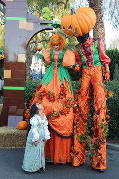 Legoland California, Halloween Decorations, Halloween Costumes, Brick, Cool Kids, Treats, Outdoor Halloween, Night, Party
