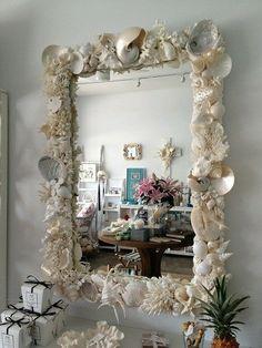 shell mirror for beach house or bathroom Seashell Art, Seashell Crafts, Beach Crafts, Beach House Decor, Diy Home Decor, Room Decor, Seashell Projects, Beach Bathrooms, Diy Mirror