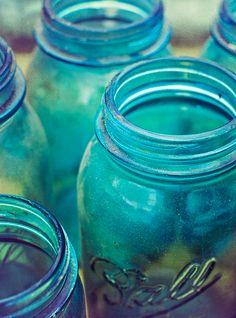 Vintage Blue Mason Jars in a different sort of light. Teal Blue Color, Shades Of Turquoise, Love Blue, Shades Of Blue, Blue Green, Cobalt Glass, Turquoise Glass, Sea Glass, Blue Mason Jars