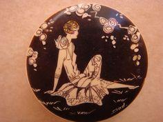 Art Deco Vintage Bakelite Compact Powder Pot Flapper Lady Wearing A Dress RARE