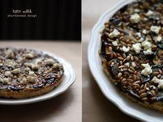 Comfort food: herfst tatin van aubergine en rode ui met zandkoekdeeg