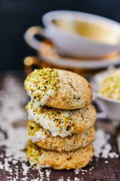Ricottás-pisztáciás keksz recept | Street Kitchen Salmon Burgers, Ricotta, Cookies, Cake, Ethnic Recipes, Desserts, Food, Biscuits, Pie Cake