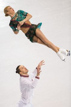 ISU World Figure Skating Championships 2016 - Day 5 Tatiana Volosozhar and Maxim Trankov of Russia perform their short program in the Pairs competition at the ISU World Figure Skating Championships at TD Garden in Boston, Massachusetts, April 1, 2016. / AFP / Geoff Robins (April 1, 2016 - Source: AFP)