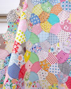 Since finishing my Mandolin Quilt - an English Paper Piecing project - I have been on a quest to get started on my next slow sewing project. It didn't take long to find the Nickels and Dimes Quilt Pat