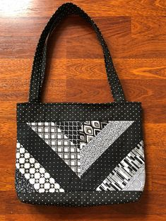 gesteppte Tasche - Totes and purses Quilted Tote Bags, Quilted Handbags, Patchwork Bags, Handbag Patterns, Bag Patterns To Sew, Tote Pattern, Quilted Purse Patterns, Fabric Handbags, Fabric Purses