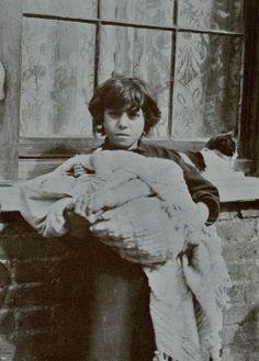 Horace Warner, [Portrait of Spitalfields Nipper], 1912. Via Spitalfields Life.