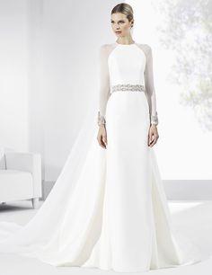 Vestidos de novia con falda estilo lápiz y mangas de tul.