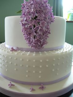 Dots in different lengths coming from top tier of cake
