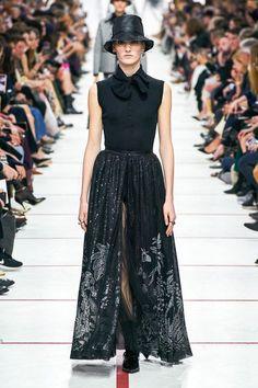 1e5782c6b9 399 Best Christian Dior images in 2019   Dior, Christian dior, Fashion