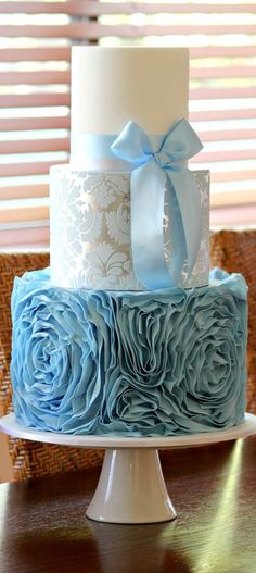 Blue is one lucky color. And for that reason were channeling the positive energy with these gorgeous something blue wedding cakes See some of the fanciest cool blue cakes below for some sweetMore best Creative Wedding Ideas Beautiful Wedding Cakes, Gorgeous Cakes, Pretty Cakes, Amazing Cakes, Blue Wedding Cakes, Wedding Blue, Wedding Cupcakes, Spring Wedding, Camo Wedding