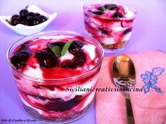 Crema di panna e yogurt con ciliege alal cannella