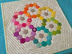 Diary of a Quilt Maven, this would make a cute mini rainbow quilt Hexagon Pattern, Hexagon Quilt, English Paper Piecing, Small Quilts, Mini Quilts, Paper Piecing Patterns, Quilt Patterns, Quilting Projects, Quilting Designs