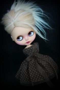 I know this is a doll, but I would love to illustrate something like this...cute and creepy
