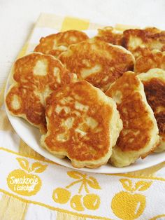 Smakocie i Łakołyki: Racuchy drożdżowe z jabłkami Polish Recipes, New Recipes, Cooking Recipes, Calzone, Crepes, Banana Bread, Pancakes, Food Photography, Food And Drink