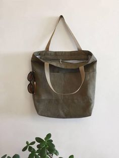 Olive tote bag of canvas. The fabric is hand-painted with natural dye.  US$47 #tote #canvastote #bag  #ecobag #baytote #totebag #totelinenbag