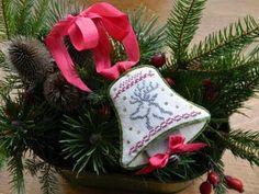Christmas Bell Needle Keep • free design