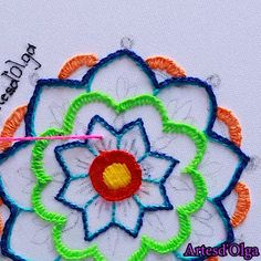 Cómo Bordar Mandala Best Picture For Crochet lace For Your Taste You are looking for something, and it is going to tell you exactly what. Basic Embroidery Stitches, Hand Embroidery Videos, Floral Embroidery Patterns, Christmas Embroidery Patterns, Embroidery Flowers Pattern, Creative Embroidery, Learn Embroidery, Embroidery Hoop Art, Hand Embroidery Designs