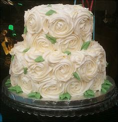 Really don't like the leaves, but it's nice to see this style in a tiered cake