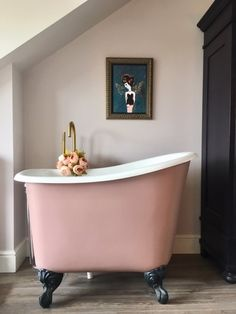 Tubby Tub Express yourself with colour in the bathroom! Our baths can be personalised to any colour you wish or you can paint it yourself - this customer went for Sulking Room Pink from Farrow & Ball and painted the bath herself. Family Bathroom, Small Bathroom, Bathroom Canvas, Bathroom Wall, Master Bathroom, Blush Bathroom, 50s Bathroom, Pink Bathrooms, Bedroom With Bath